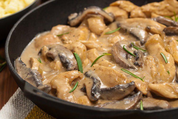 Receta de pollo en salsa de champiñones